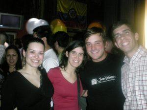 Numa festa colombiana em Londres, em 2008. Vêem como está tudo ligado?